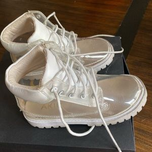 Clear akid Atticus boots